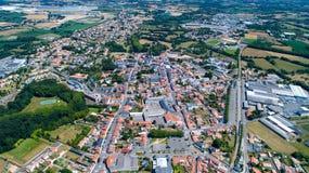 Luftfoto von Machecoul-Stadt in der Loire Atlantique lizenzfreie stockbilder