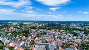 Luftfoto von Machecoul-Stadt in der Loire Atlantique lizenzfreie stockfotos