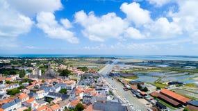 Luftfoto von Noirmoutier en L ` ile Dorf stockfotografie