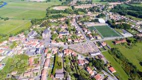 Luftfoto von Rouans-Dorf in der Loire Atlantique lizenzfreie stockfotos