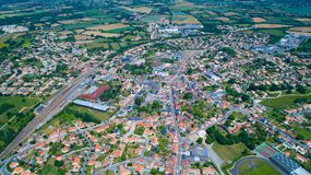Luftfoto von Stadt Sainte Pazanne, die Loire Atlantique lizenzfreie stockfotografie