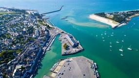 Luftfoto von Stadt und von Hafen Le Croisic lizenzfreies stockbild