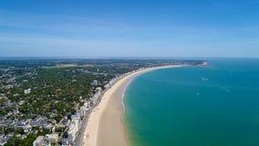 Luftfoto von Strand La Baules Escoublac stockfotos