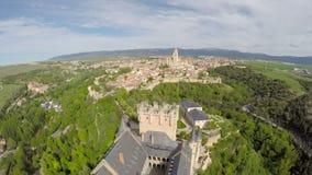 Luftgesamtlänge der spanische Schloss Alcazar von Segovia, in Kastilien und in Leon stock footage