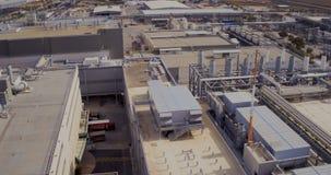Luftgesamtlänge eines großen Industriegeländes stock video footage