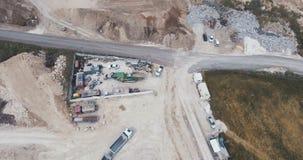 Luftgesamtlänge eines Landstraßen-Bauvorhabens des großen Umfangs stock video footage