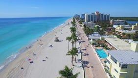 Luftgesamtlänge von Hollywood-Strand Kleiner Strand nahe Miami Lizenzfreie Stockfotografie