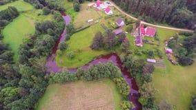 Luftgesamtlänge Wald, Felder und Flüsse Sommernaturlandschaft stock footage