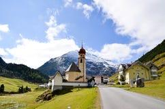 Lufthål i höst, by i Oetstal (Österrike) Royaltyfri Fotografi