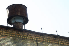 Lufthålrör på taket Arkivfoton