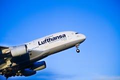 Lufthansa A380 start bij de Luchthaven van Oslo royalty-vrije stock fotografie
