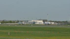 Lufthansa acepilla el carreteo en el aeropuerto de Munich, primavera