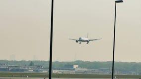 Lufthansa acepilla haciendo el taxi en el aeropuerto de Francfort, FRA