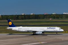 Lufthansa Airbus A321 à l'aéroport de Berlin Tegel Image libre de droits
