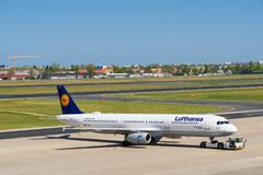 Lufthansa Airbus A321 à l'aéroport de Berlin Tegel Photo libre de droits