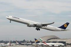 Lufthansa Airbus A340-642 Photographie stock libre de droits
