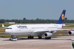 Lufthansa Airbus A340 lizenzfreies stockfoto