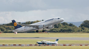 Lufthansa Airbus A320 Imagens de Stock Royalty Free
