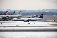 Lufthansa Airbus A321-200 D-AIDE en el aeropuerto de Munchen Imagen de archivo libre de regalías