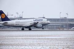 Lufthansa Airbus A319-100 D-AILD no aeroporto MUC de Munich Imagem de Stock