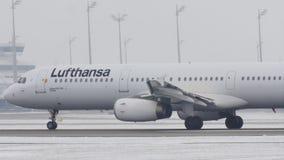 Lufthansa Airbus A321-100 D-AIRD, nueva librea 2018 almacen de video