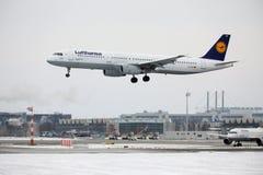 Lufthansa Airbus A321-100 D-AIRO dans l'aéroport de Munchen Image libre de droits