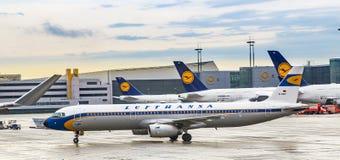 Lufthansa Airbus A321-131 [D-AIRX] dans le rétro colou Photo libre de droits