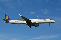 Lufthansa Airbus Embraer 190/195 - MSN 308 - D-AEME Images stock