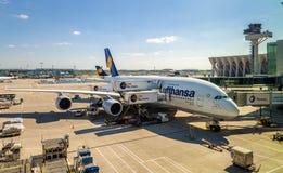 Lufthansa Airbus A380 en el aeropuerto internacional de Francfort Imagen de archivo libre de regalías