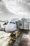 Lufthansa Airbus A380 en la puerta del aeropuerto de Francfort Foto de archivo libre de regalías