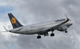 Lufthansa Airbus A320-214 (Horizontalebene) - KN 5741 lizenzfreies stockbild
