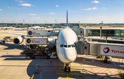 Lufthansa Airbus A380 an internationalem Flughafen Frankfurts Stockbilder