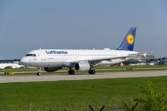 Lufthansa  Airbus A320 Royalty Free Stock Photos