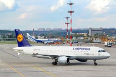 Lufthansa Airbus A320 Royalty Free Stock Photos