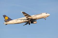 Lufthansa Airbus A321 nach entfernen sich Lizenzfreies Stockfoto