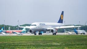 Lufthansa Airbus no aeroporto Fotos de Stock