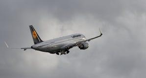 Lufthansa Airbus A320-214 (plan horizontal) - NC 5741 Photo stock