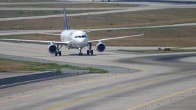 Lufthansa Airbus 320 que taxiing filme