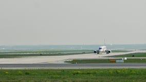 Lufthansa aplana taxiing no aeroporto de Francoforte, FRA