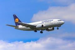 Lufthansa Boeing 737 Lizenzfreie Stockfotografie