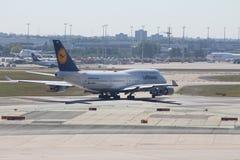 Lufthansa Boeing 747-400 Royaltyfri Fotografi