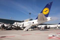 Lufthansa Boeing 747 all'aeroporto di Francoforte Immagine Stock