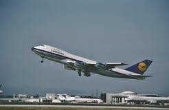 Lufthansa Boeing B-747 que descola dos anjos do Los o 2 de fevereiro de 1987 Imagens de Stock