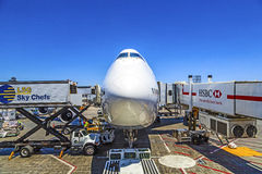 Lufthansa Boeing 747 em uma porta no aeroporto internacional de Los Angeles Foto de Stock Royalty Free
