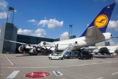 Lufthansa Boeing 747 nell'aeroporto di Francoforte Immagine Stock