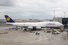 Lufthansa Boeing 747-8 no aeroporto de Francoforte Fotos de Stock Royalty Free