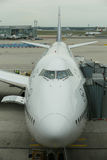 Lufthansa Boeing 747 no alcatrão no aeroporto de Francoforte Foto de Stock