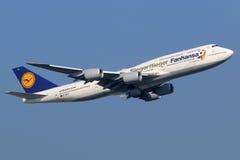 Lufthansa Boeing 747-8 Siegerflieger jumbo - stråle Arkivbild