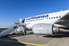 Lufthansa Boeing 737 som är klar för Arkivfoton