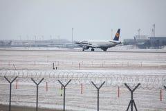 Lufthansa A321-100 D-AIRX enlevé de l'aéroport de Munchen Photos libres de droits